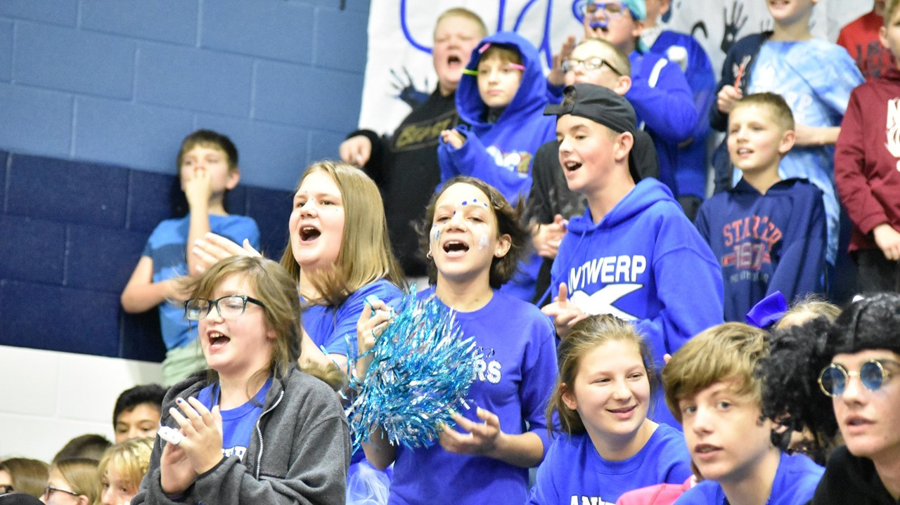 middle school students at homecoming pep rally