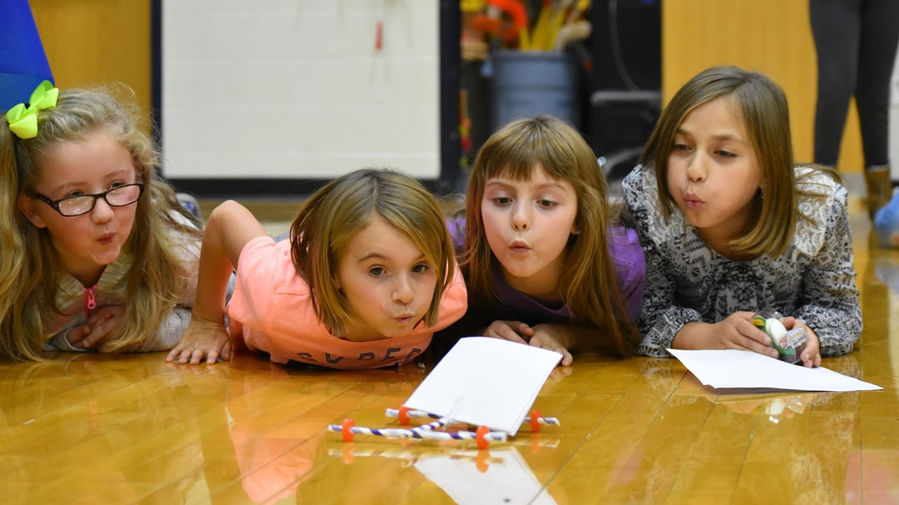 4th grade girls participating in STEMtastic Day