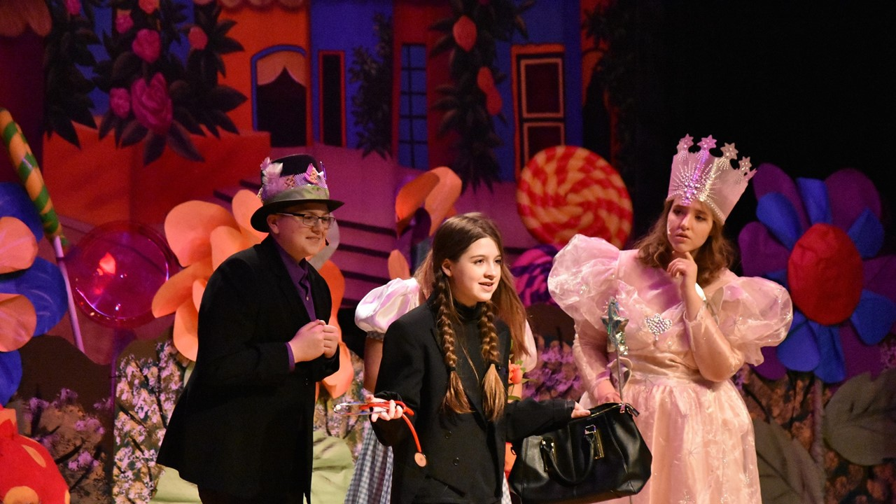 Cast members perform a scene from The Wizard of Oz.