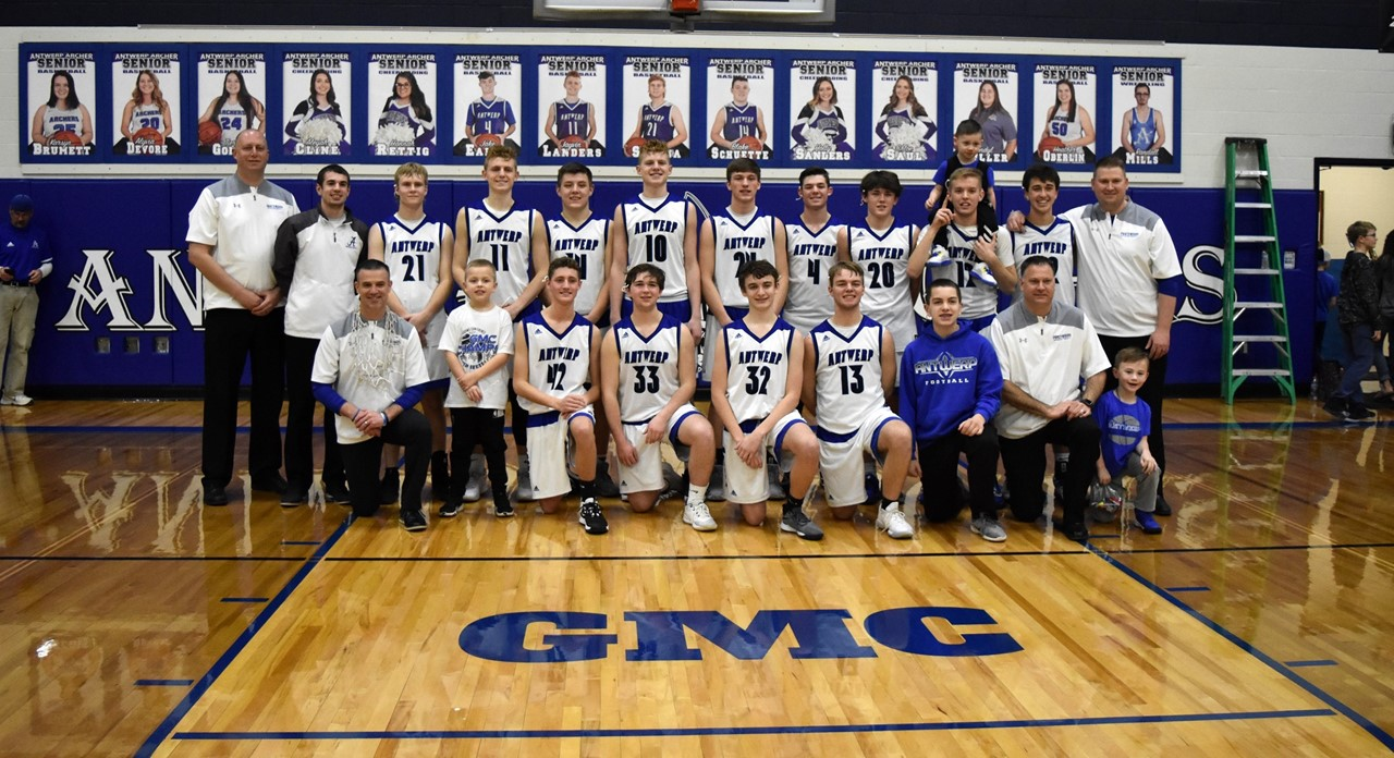 Varsity Boys' Basketball GMC Champs!